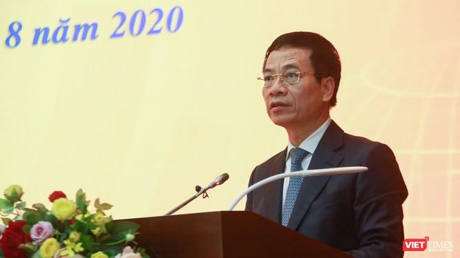 Bộ trưởng Bộ Thông tin và Truyền thông Nguyễn Mạnh Hùng phát biểu tại họp báo.