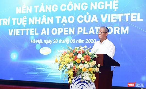 Thứ trưởng Nguyễn Thành Hưng cho rằng nền tảng công nghệ trí tuệ nhân tạo của Viettel sẽ thúc đẩy việc ứng dụng AI, tạo ra các lợi ích cho cá nhân, tổ chức, doanh nghiệp.