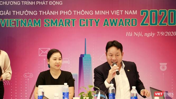 Ông Trương Gia Bình - Chủ tịch VINASA - giới thiệu chương trình.