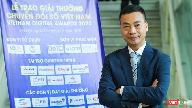 Ông Nguyễn Ngọc Hân, Tổng Giám đốc Thudo Multimedia, trao đổi bên lề lễ trao giải thưởng Chuyển đổi số Việt Nam.