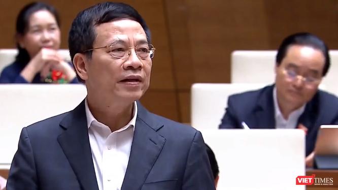 Bộ trưởng Nguyễn Mạnh Hùng trả lời chất vấn trước Quốc hội tại phiên họp ngày 9/11.
