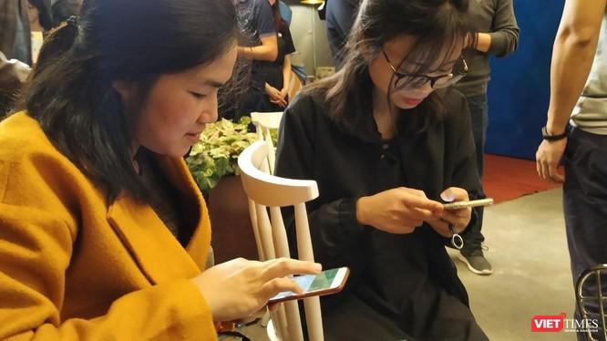 Theo Bộ trưởng Bộ Thông tin Truyền thông Nguyễn Mạnh Hùng, một số nền tảng xuyên biên giới chưa tuân thủ luật pháp Việt Nam