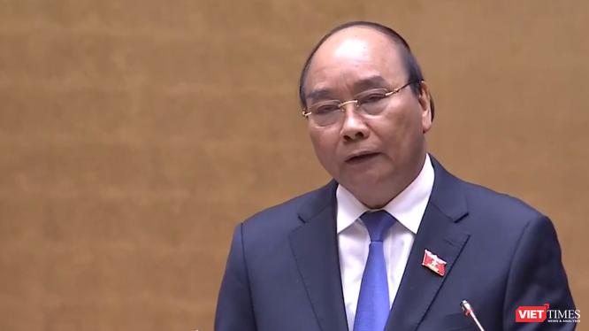 Thủ tướng Chính phủ Nguyễn Xuân Phúc tại phiên giải trình và trả lời chất vấn, Kỳ họp thứ 10, Quốc hội Khoá XIV.