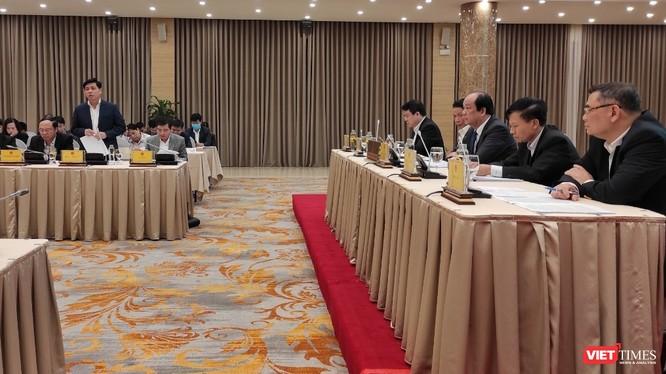 Nội dung trả lời của Thứ trưởng Nguyễn Ngọc Đông thu hút sự quan tâm của đoàn chủ toạ và đông đảo phóng viên.