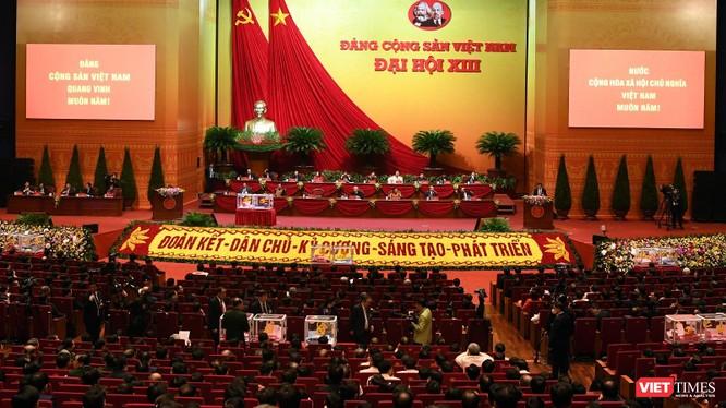 Các đại biểu Đại hội Đảng khoá XIII tiến hành bỏ phiếu bầu Ban chấp hành Trung ương vào chiều ngày 30/1 và kết quả được công bố vào tối muộn cùng ngày.