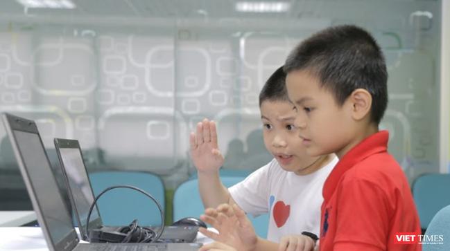 Trẻ em cần được giải thích rằng tất cả thông tin nhạy cảm chỉ có thể được chia sẻ với những người trẻ biết ngoài đời thực.