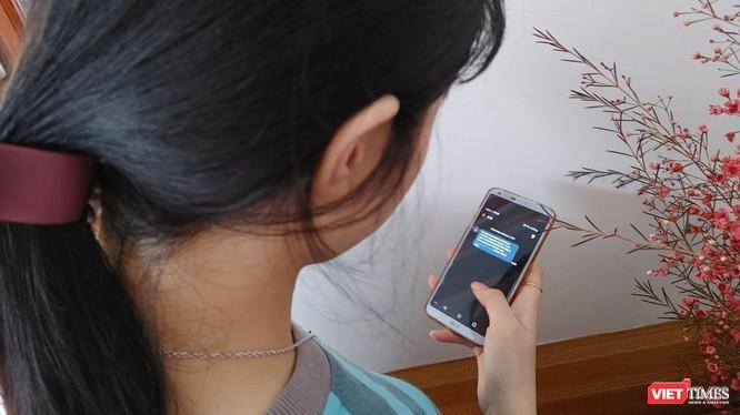Hai ngày sau mới khôi phục sim, chị M nhận đươc tin nhắn từ Fe Credit thông báo dư nợ gần 50 triệu đồng.