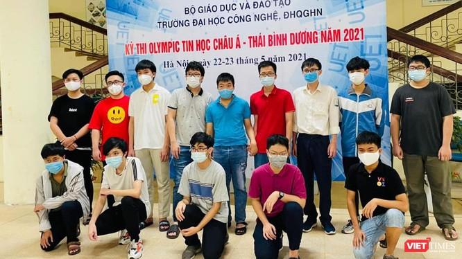 Đội tuyển Việt Nam tham dự kỳ thi APIO 2021.