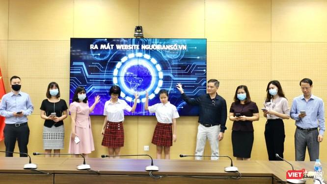 """Website """"biết nói"""" """"ngườibạnsố.vn"""" do Trung tâm Internet Việt Nam (VNNIC) phát triển vừa chính thức ra mắt ngày 25/6."""