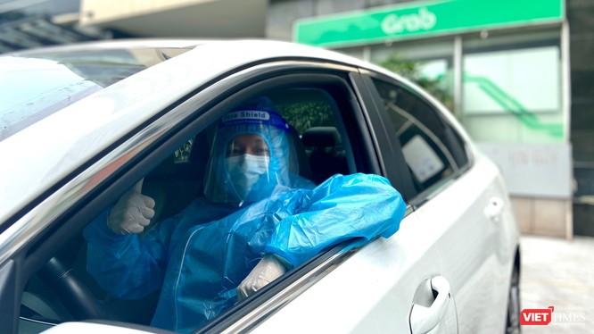 Đây là chuyến đi miễn phí, nhân viên y tế không phải trả cước phí cho cuốc xe này.
