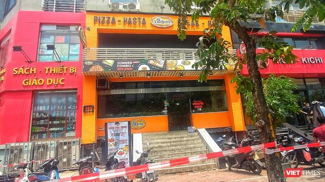 Nhà hàng tại Cầu Giấy bị phong tỏa.