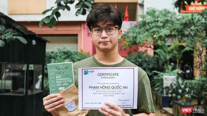"""Phạm Hồng Quốc An - học sinh đạt giải bán hàng nhanh nhất tại sự kiện """"Talaria: Bay""""."""