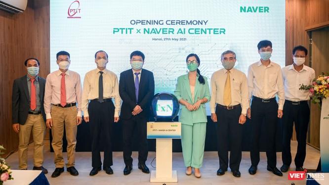 Các đại biểu tham dự lễ ra mắt AI Center tại PTIT.