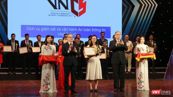 Dịch vụ giám sát và vận hành an toàn thông tin – VNCS SoC đạt Giải thưởng chuyển đổi số năm 2020.
