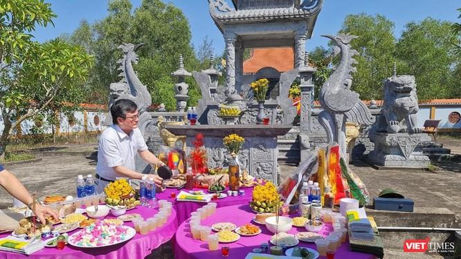 Đại tá AHLĐ Nguyễn Đăng Giáp tại buổi lễ khánh thành bia mộ 32 Liệt sỹ (ảnh: Nguyễn Công Khang)