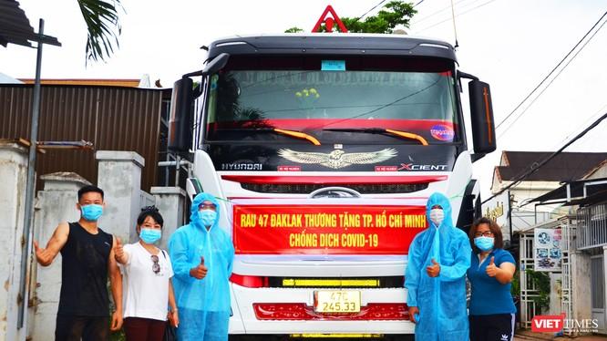 Tiễn các bác tài chở rau từ Đắk Lắk đi TP HCM