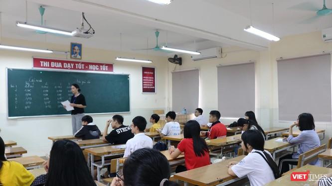 Học sinh tập trung trong phòng thi. Ảnh: Minh Thúy