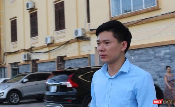 Hoàng Công Lương rời khỏi phòng xét xử sau khi kết thúc ngày thứ nhất của phiên phúc thẩm.
