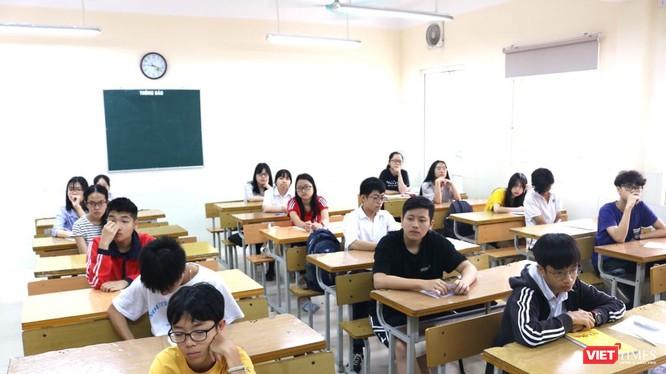 Học sinh chuẩn bị dự thi. Ảnh: Minh Thúy