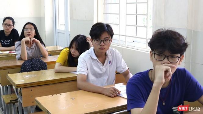 Học sinh lo lắng trước kỳ thi. Ảnh: Minh Thúy
