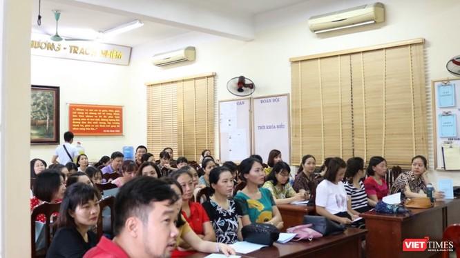 Họp cán bộ làm công tác coi thi tại Trường THCS Lê Quý Đôn. Ảnh: Minh Thúy