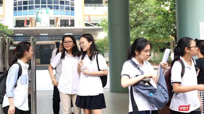 Thí sinh thi tại điểm thi Trường THCS và THPT Nguyễn Tất Thành. Ảnh: Minh Thúy