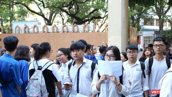 Thí sinh thi tại điểm thi Trường THPT Nguyễn Trãi. Ảnh: Minh Thúy