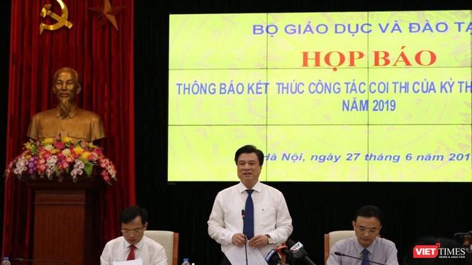 Thứ trưởng Bộ GD&ĐT phát biểu tại buổi họp báo. Ảnh: Minh Thúy.