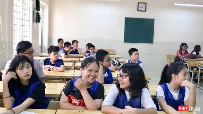 Học sinh trao đổi trong giờ học. Ảnh: Minh Thúy