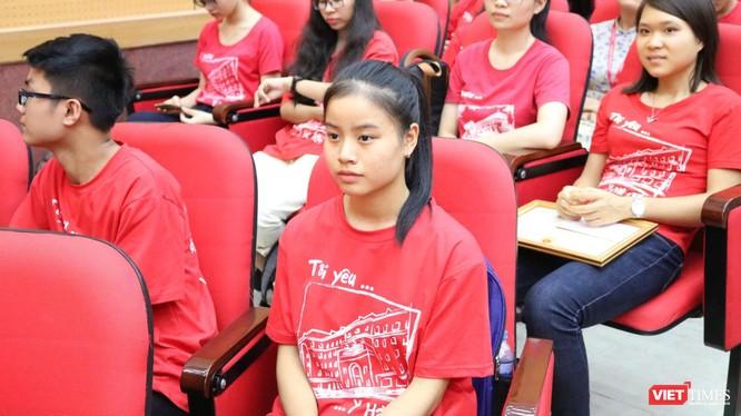 Em Phan Anh Quỳnh trong buổi lễ khai giảng năm học mới tại Trường Đại học Y Hà Nội. Ảnh: Minh Thúy