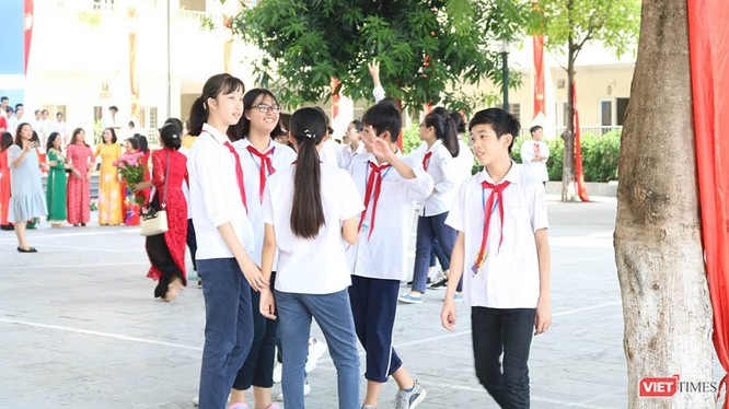 Học sinh tromg ngày khai giảng đầu năm học mới. Ảnh: Minh Thúy.