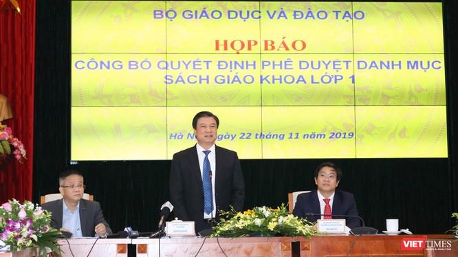 Thứ trưởng Bộ GD&ĐT Nguyễn Hữu Độ phát biểu tại cuộc họp