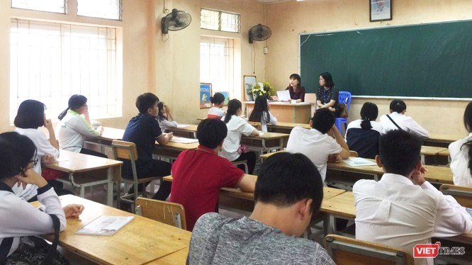 Học sinh trong lớp học
