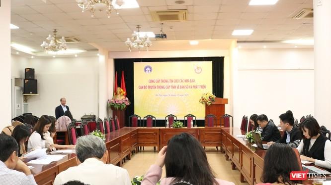 Toàn cảnh cuộc họp cung cấp thông tin cho nhà báo, cán bộ truyền thông cấp tỉnh về dân số và phát triển. Ảnh: Minh Thúy