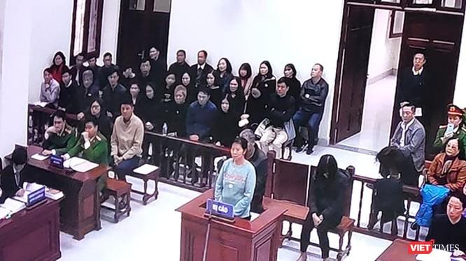 Bị cáo Nguyễn Bích Quy tại phiên tòa xét xử sơ thẩm. Ảnh: Minh Thúy.