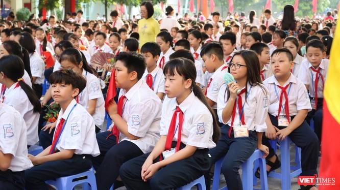 Học sinh trong ngày nhập học. Ảnh: Minh Thúy