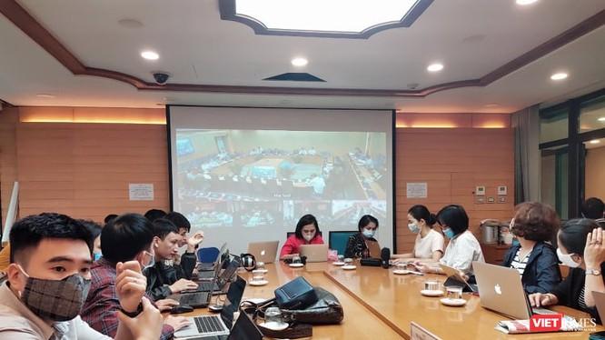 Báo chí dự họp Ban Chỉ đạo phòng, chống dịch COVID-19 tại UBND TP. Hà Nội. Ảnh: Minh Thúy