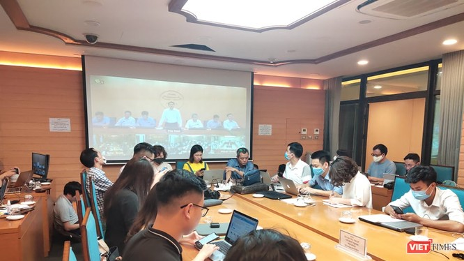 Báo chí dự họp tại UBND TP. Hà Nội. Ảnh: Minh Thúy