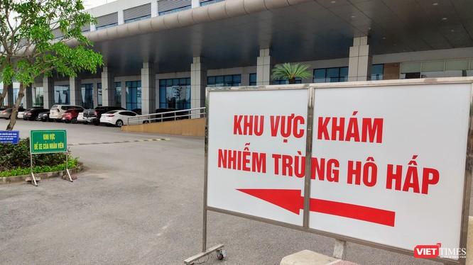 Khu vực khám nhiễm trùng hô hấp tại Bệnh viện Bệnh Nhiệt đới Trung ương. Ảnh: Minh Thúy