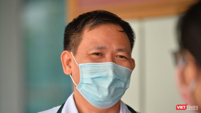 ThS. BSCKII. Trần Duy Hưng – Trưởng Khoa Nhiễm khuẩn tổng hợp, Bệnh viện Bệnh Nhiệt đới Trung ương cơ sở 2. Ảnh: Hoàng Anh