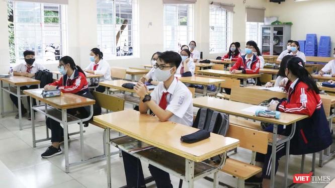 Học sinh đến lớp đầy đủ sau thời gian nghỉ dịch kéo dài. Ảnh: Minh Thúy