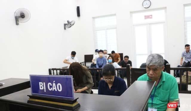 3 bị cáo (từ trái sang) gồm: Nguyễn Thị Thủy, Nguyễn Bích Quy, Doãn Quý Phiến tại phiên tòa. Ảnh: Minh Thúy