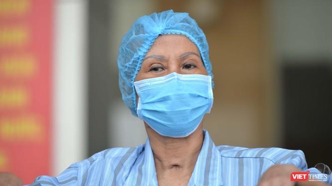 Bệnh nhân 19 mắc COVID-19 trong ngày được công bố khỏi bệnh. Ảnh: Hoàng Anh