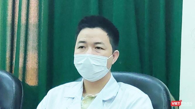 BS. Đồng Phú Khiêm - Phó Trưởng Khoa Hồi sức tích cực, Bệnh viện Bệnh Nhiệt đới Trung ương (Ảnh: Minh Thúy)