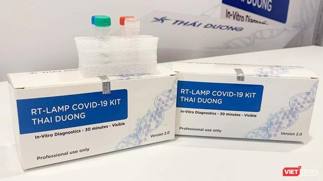 2 bộ kit chẩn đoán phát hiện virus SARS-CoV-2 phát triển từ hai nghiên cứu khoa học đã được Công ty Sao Thái Dương thương mại hóa. Ảnh: Thanh Hằng