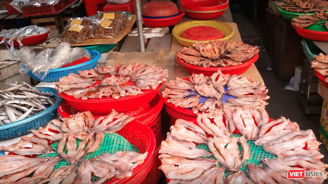 Thực phẩm được bày bán tại một khu chợ. (Ảnh: PV)