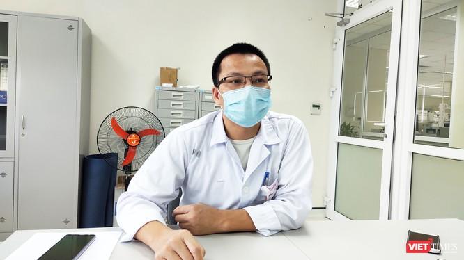 TS. Văn Đình Tráng – Phụ trách Khoa Vi sinh học phân tử, Bệnh viện Bệnh Nhiệt đới Trung ương (Ảnh: Minh Thúy)
