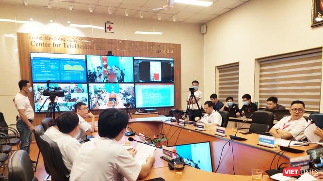 Bệnh viện Đại học Y Hà Nội tổ chức khám, chữa bệnh từ xa vào chiều ngày 13/8 (Ảnh: Minh Thúy)