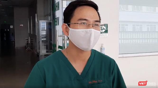 BS. Phạm Văn Phúc - Khoa Hồi sức tích cực, Bệnh viện Bệnh Nhiệt đới Trung ương (Ảnh: Đặng Thanh)