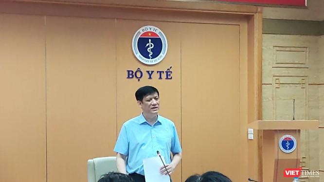 Quyền Bộ trưởng Bộ Y tế Nguyễn Thanh Long yêu cầu các địa phương phải ngăn chặn dịch COVID-19 một cách triệt để, nhất là từ những người nhập cảnh (Ảnh: Minh Thúy)